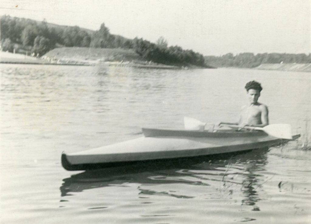 Joshua and the Kayak at the Kayak Champion of Lithuania, singles 1000 m (1953).